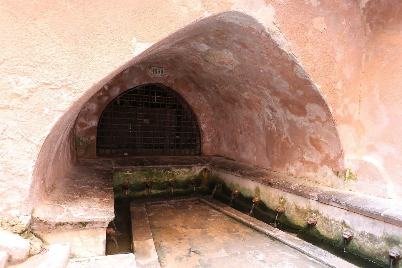 Средневековая прачечная Lavatoio